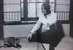 いいね!81件、コメント16件 ― カトチさん(@katoti)のInstagramアカウント: 「他のもの探してたけど 猫と畳とあっちゃん見たら手が止まってしまった #BUCKTICK #櫻井敦司」