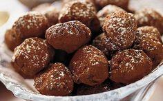 Kardemumma-suklaatryffelit Swedish Christmas, Christmas Candy, Munnar, Personal Chef, Healthy Treats, Pretzel Bites, Cake Pops, Truffles, Sweet Treats