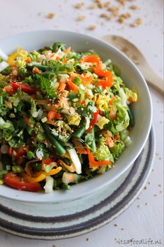 Thaise salade met sesam-knoflook dressing - It's a food life, Wine Recipes, Asian Recipes, Soup Recipes, Cooking Recipes, Ethnic Recipes, Healthy Salads, Healthy Recipes, Healthy Food, Love Food