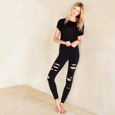 Get to know our Veil Top & our Ripped Warrior Legging  #aloyoga #beagoddess