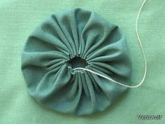 This week I plan on sharing a few unique yo-yo craft projects. But first, I thought I would share how to sew a basic yo-yo. This techniq. Craft Projects, Sewing Projects, Craft Ideas, Paper Crafts, Diy Crafts, Rustic Flowers, How To Make Bows, Sewing Hacks, Textile Art