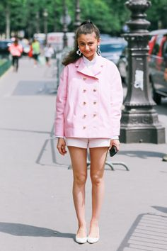 Could milkshake pink make a boyish short and blazer look any cuter? LOVIN this cute TopShop outfit!!!! ❤