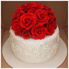 A Single Tier Wedding Cake