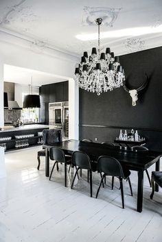 Villa Bel Colle has lighten up the interiors, by going all-white, along with bold black accents and furnishing the home in an eclectic style. Black Rooms, Black Walls, White Home Decor, Black Decor, Rum, Timber Table, Black And White Interior, Interior Decorating, Interior Design