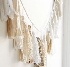 Plum & Bow Tassel Garland Banner - Urban Outfitters- Possible DIY inspo Do It Yourself Quotes, Diy Home Decor, Room Decor, Decor Crafts, Diy Banner, Banner Ideas, Creation Deco, Boho, Dorm Room
