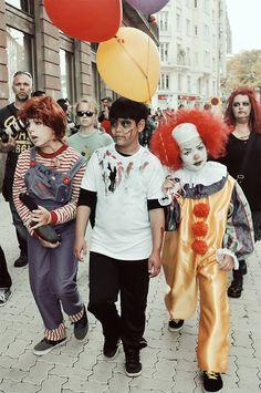 Quand Isabelle initie ses enfants au cosplay, ça donne les Goss'playeurs ! Ici en Chucky, Zombie et ça ! Découvrez leur page => https://www.facebook.com/DucezFamilyCoplay?fref=ts