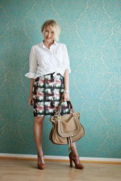 Office-Style mit weißer Bluse und Rock