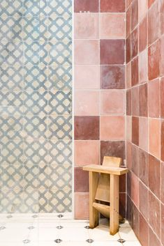 Beautiful tiles reclaimed from Haciendas, Cortijos and other old properties around southern Spain. Room Tiles, Wall Tiles, Unique Tile, Flooring Options, Love Wallpaper, Painted Paper, Or Antique, Tile Floor, Walls