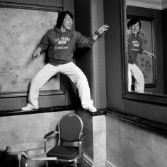 唐突にお気に入りのジャッキー画像。 何気に椅子が一脚倒れているのがなんかウケる。 |KungFuTubeの投稿画像