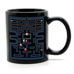 Mirá esta taza termosensible Pac-Man, la pantalla está siempre visible pero la acción aparece cuando se calienta la taza!  Hecha en cerámica esmaltada en color negro y con una capacidad de 300 cc. esta taza mágica es super original y divertida.