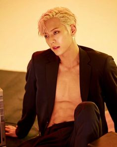 BTOB's Minhyuk will be making a comeback with a sexy new concept that has fans buzzing with anticipation. Btob Lee Minhyuk, Yook Sungjae, Im Hyunsik, Lee Changsub, Korean Celebrities, Korean Actors, Born To Beat, Rapper, Album Releases
