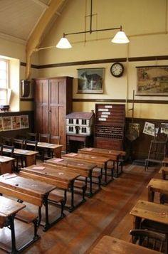 Very nice, calming vintage school room School Classroom, School Teacher, Camille Redouble, Country School, Country Life, Old School House, School Desks, School Daze, Girls School