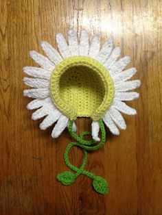 MandaLynn's Crochet Treasures : Daisy's Daisy Crochet Bonnet Pattern ...guess what you're getting for Christmas to keep you head warm, Mom.  You like daisies?  You're getting a daisy.