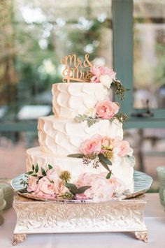 Beautiful vintage glam wedding cake