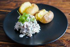 Folioton uuniperuna ja mahtava lisäke Baked Potato, Potatoes, Eggs, Baking, Breakfast, Ethnic Recipes, Food, Bread Making, Breakfast Cafe