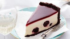 Rich, creamy and utterly indulgent, enjoy a big slice of this black forest cheesecake. Stuffed with juicy cherries and complete with a beautiful chocolate crust, it is perfect for a sweet dessert. Köstliche Desserts, Delicious Desserts, Dessert Recipes, Best Cheesecake, Cheesecake Recipes, Cheesecakes, Black Forest Cheesecake, Sweet Cherries, Let Them Eat Cake
