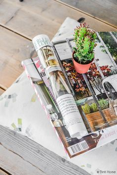 Magazines styling with a cactus and cushion from #zuiver #stylingidea #magazines #woodenfloor