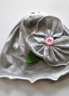 Kaufe meinen Artikel bei #Mamikreisel http://www.mamikreisel.de/kleidung-fur-madchen/dunne-mutzen/37782735-susse-mutze-mit-blume