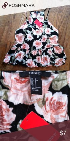 NWT Forever 21 crop top Small •New with tag  •Floral print, v neck •Sleeveless •Baby doll crop top style •Brand: Forever 21 •Size: Small •NO TRADES Forever 21 Tops Crop Tops