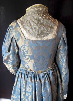 The Italian Showcase - Hanna at the Realm of Venus (LOTS to love here, so read the Whole thing) Renaissance Garb, Renaissance Fashion, Italian Renaissance, 1500s Fashion, Elizabethan Fashion, Baroque Fashion, Historical Costume, Costume Design, Clothing Patterns
