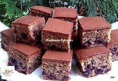 Tejfölös meggyes, diós kevert sütemény! Egy szempillantás alatt elkészíthető, de nem lehet betelni vele! Poppy Cake, Hungarian Recipes, Hungarian Food, Brie, Decorative Boxes, Muffin, Snacks, God, Cakes