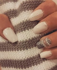 White nail with pearls