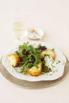 Käse-Täschchen mit Kräuter-Salat