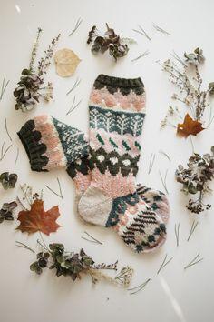 MUITAIHANIASYYSSUKAT ALUSTA LOPPUUN – MUITA IHANIA Knitting Designs, Knitting Projects, Knitting Patterns, Hand Knitting Yarn, Knitting Socks, Knit Socks, Thread Crochet, Crochet Yarn, Fabric Yarn