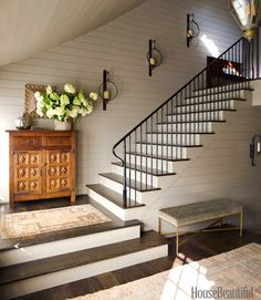 Home and Event Styling - http://meganmorrisblog.com/2014/09/how-to-style-your-staircase-decor/