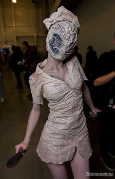 Silent Hill Nurse costume. Cosplayer - Coritea Dark Costumes, Amazing Halloween Costumes, Looks Halloween, Couple Halloween, Costumes For Women, Halloween Diy, Halloween Decorations, Zombie Cosplay, Costume Ideas
