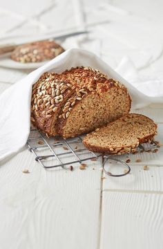 Low-Carb-Brot mit Sonnenblumenkernen Low carb bread with sunflower seeds Low Carb Rezepte Low Carb Desserts, Low Carb Recipes, Baking Recipes, Snack Recipes, Snacks, Shrimp Recipes, Pizza Recipes, Healthy Recipes, Low Glycemic Diet