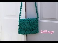 How to crochet my grandma's bag! Materials: - red heart super saver yarn - crochet hook *for my bag i . Crochet Hooks, Free Crochet, Crochet Bags, Mini Craft, Left And Right Handed, Super Saver, Crochet Clothes, Straw Bag, Crochet Patterns