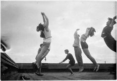 The School of Bauhaus / T. Lux Feininger, Physical Education at the Bauhaus: women's gymnastic exercises on the roof of the Bauhaus, 1930