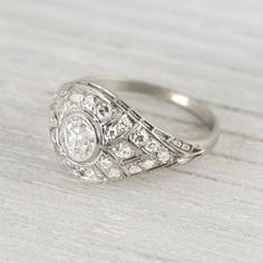 Unique & lovely vintage engagement ring <3