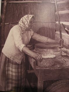 An elderly Lithuanian woman grinding flour. Photo by Balys Buracas: – Abiball Abschlussfeier Baby Shower Erntedankfest (Thanksgiving) Geburtstag Geschenk korb Lithuanian Recipes, Lithuanian Food, Riga Latvia, My Heritage, The Good Old Days, Countries Of The World, Old Photos, Folk, Medicine