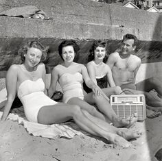 """""""Swimmers listening to radio and relaxing at Oriental Bay Beach, Wellington, New Zealand. Vintage Beach Photos, Vintage Photographs, Vintage Pictures, I Love You Mother, Photography Sites, Passion, Beach Blanket, Bathing Beauties, High Resolution Photos"""