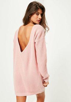 pour un look détente sans vous ruiner, craquez pour cette robe-pull rose avec son dos en V super sexy! vous allez provoquer une petite émeute.