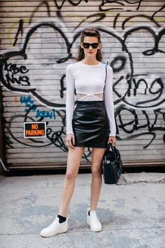 Street style à la Fashion Week printemps-été 2017 de New York : mannequin off…
