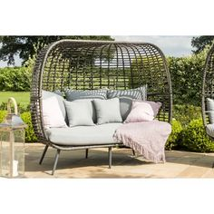 Gorgeous garden sofa - rattan sofa with scatter cushions - perfect for adding a touch of class and comfort to the garden garden sofa ideas comfy garden seating # Cushions, Garden Sofa Rattan, Garden Seating, Daybed Sets, Pallet Furniture Outdoor, Garden Sofa, Outdoor Sofa, Pallet Ideas Easy, Corner Sofa With Cushions