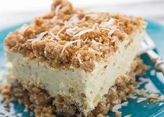 12 Frozen Crunch Cakes: The Best Dessert You've Never Heard Of. These crowd-pleasing cakes are our best kept secret. Ice cream plus crunchy, crumbly layers of granola; they're super easy and unbelievable delicious. Frozen Desserts, Frozen Treats, No Bake Desserts, Just Desserts, Delicious Desserts, Yummy Food, Tropical Desserts, Cold Desserts, Food Cakes