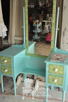 turquoise-painted-vanity- what an amazing job! I would like to get my hands on a piece like this to work on! Furniture Update, Paint Furniture, Repurposed Furniture, Shabby Chic Furniture, Home Design, Bedroom With Bath, Girls Bedroom, Turquoise Room, Painted Vanity