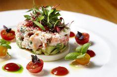 •240 g  chair crabe  •3 c. à table  vinaigrette  « mille-îles » •2 c. à table  ciboulette •1 tomate mûrie , coupée en dés  •1/4 oignon rouge  haché •2 c. à table huile olive •Sel/Poivre  + Pincée sucre •1 c. à thé  persil haché •16 feuilles d'endive •1 avocat en dés