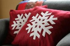Diy snowflake pillows with template! I HAVE to do this! Love it!!
