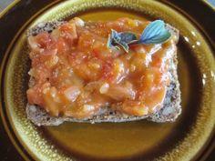 Brot mit Tomatensauce - mittags bei beetroot