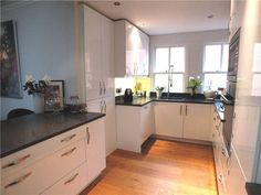 Zoella's old kitchen. Modern Country Style: Zoella's Old Apartment In Brighton: Home Tour Click through for details. Brighton Houses, Modern Country Style, Old Apartments, Old Kitchen, Kitchen Modern, Flat Rent, Property For Rent, Apartment Design, Renting A House
