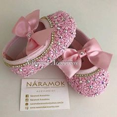 Cute Bb Shoes, Baby Doll Shoes, Baby Shower Items, Baby Bling, Baby Jewelry, Baby Girl Princess, Baby Gown, Crochet Baby Booties, Glitter Shoes