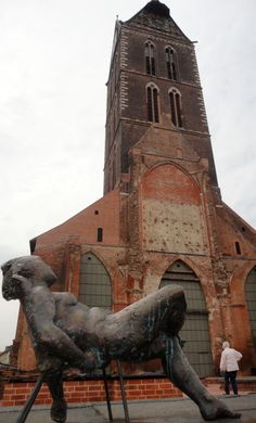Marien kirche and the stautette at Wismar, Germany (2015)