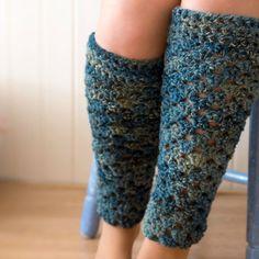 Polainas How to Crochet a Pair of Leg Warmers — Tuts Crochet Boot Cuffs, Crochet Leg Warmers, Crochet Boots, Crochet Gloves, Crochet Slippers, Learn To Crochet, Crochet Yarn, Crochet Cozy, Free Crochet