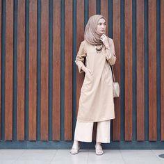 Ideas for dress hijab chiffon outfit Modern Hijab Fashion, Hijab Fashion Inspiration, Muslim Fashion, Abaya Fashion, Modest Fashion, Casual Hijab Outfit, Hijab Dress, Fashion Pants, Fashion Outfits
