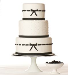 pretty black + white wedding with bow trimming. Maybe just two tiers, solid bow on bottom, keep the middle design the same! Bow Wedding Cakes, Amazing Wedding Cakes, Wedding Cake Designs, Amazing Cakes, Wedding Ideas, Black And White Wedding Cake, Purple Wedding, Bow Cakes, Cupcake Cakes